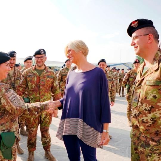 donne dell'esercito con il ministro Pinotti