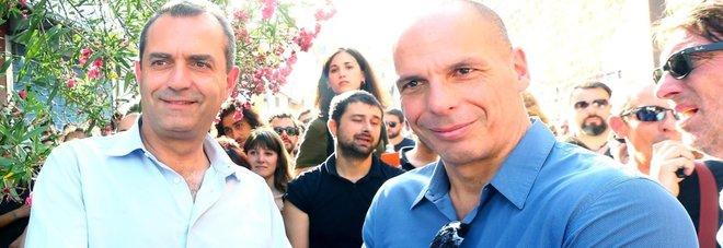 Former Greek Finance Minister Yanis Varoufakis (R) with Naples' Mayor Luigi de Magistris during their meeting at the Baobab's migration center in Rome, Italy, 23 June 2016. ANSA/FABIO CAMPANA
