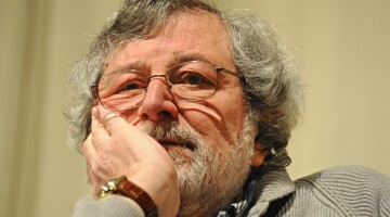 Francesco Guccini durante la presentazione del suo 'Nuovo dizionario delle cose perdute', al Circolo Alfieri, Firenze, 24 marzo 2014. ANSA/ MAURIZIO DEGL'INNOCENTI